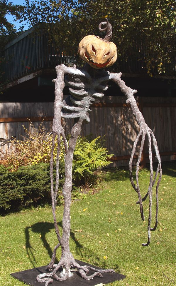 1000 ideas about scary halloween yard on pinterest for Pinterest halloween outdoor decorations