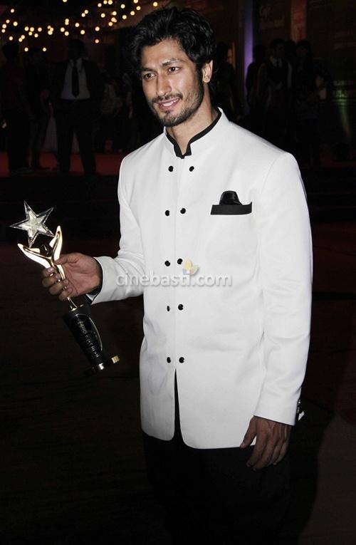 Vidyut Jamwal at Stardust Awards 2012