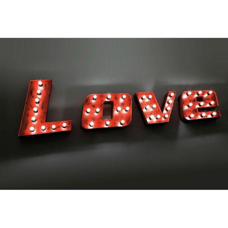 Φωτιστικό τοίχου Vintage Love Εντυπωσιακό φωτιστικό τοίχου Love στο απόλυτο χρώμα του έρωτα και της αγάπης, το κόκκινο! Κατασκευασμένο από σίδηρο με τεχνητή παλαίωση και αρκετούς λαμπτήρες για περισσότερο φωτισμό, προκαλώντας μια ατμόσφαιρα πάρτι. Ένα κομμάτι του Las Vegas βρίσκεται στο χώρο σας. Energy class: A-E, 38xE14, max. 25W, 220-240V, 50Hz (εκτός) *Το κάθε γράμμα έχει 60εκ. μήκος.