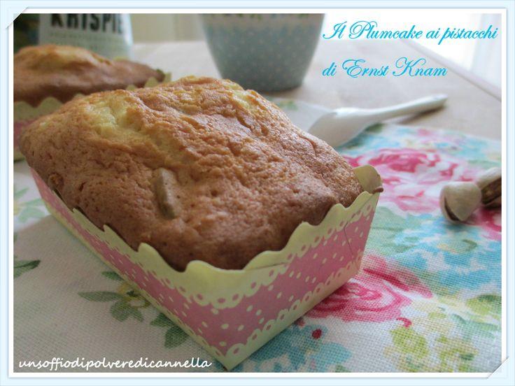 Marzo.  Il plumcake ai pistacchi. Ricetta di Enrst Knam rivista da Fernanda di Un soffio di polvere e cannella. Cosa desiderare di più? :D