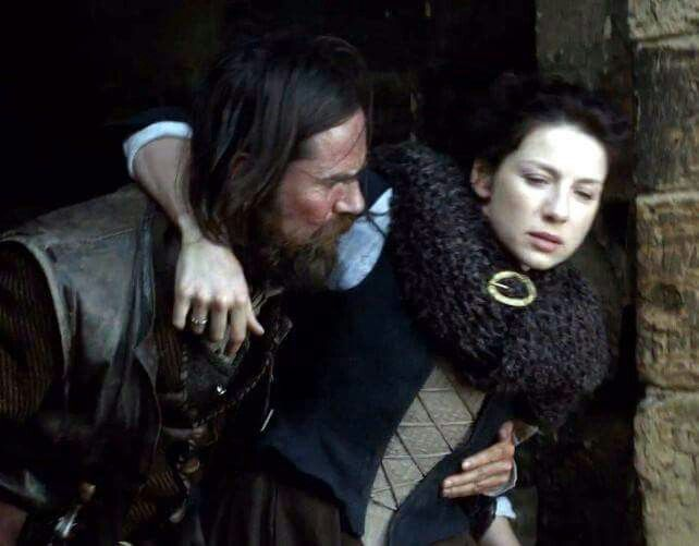 Murtagh picking up Claire after her collapse outside Wentworth Prison