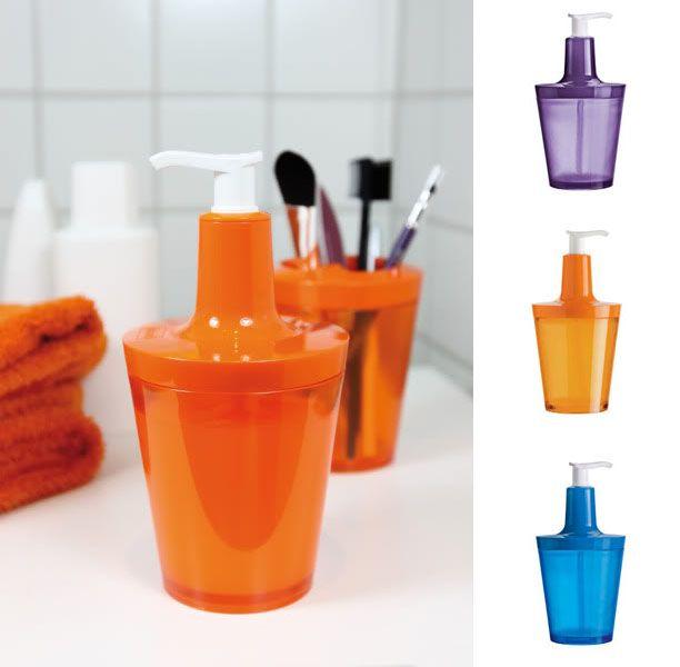 """Les presentamos a """"Flow"""" un entretenido dispensador de jabón. Posee gran abertura para el llenado y posición segura. Disponible en púrpura, azul y naranjo."""