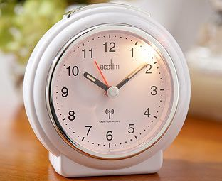 Expert Verdict Analogue Alarm Clock Time-synchronised on a daily basis with the British atomic clock signal for constant accuracy, this analogue alarm clock is ideal for mantelpiece or bedside and has a clear face with luminous hands. http://www.MightGet.com/january-2017-11/expert-verdict-analogue-alarm-clock.asp