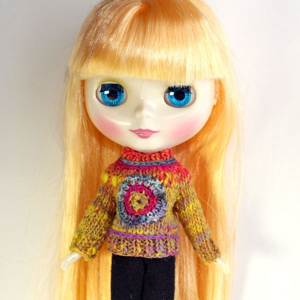 Yellow Flower Sweater for Blythe Doll. €8,00, via Etsy.