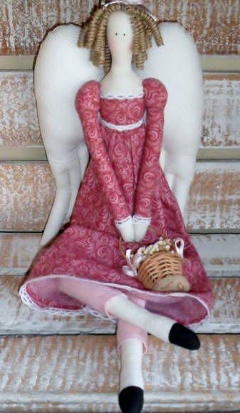 corpo em tecido de algodão cru e estampado cabelos  - rami cacheado artesanalmente / lã acessórios - cetinha de cipó com flores secas/coração em tecido rústico de algodão, com aplicação de rosa de tecido