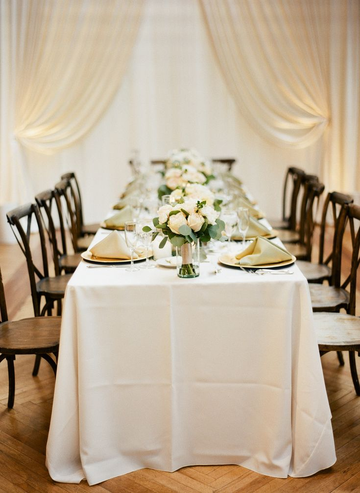 {{Classic white table and floral bouquets for spring wedding venue at Bridgeport Skyline Loft in Chicago.}} Photography by Britta Marie Photography http://brittamariephotography.com/    Flowers by Pollen, pollenfloraldesign.com