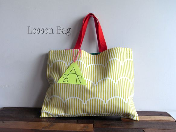 「こどもあつかいしないで!」をテーマにこどもっぽくないこどものLesson bagを作りましたリバーシブル仕様の1点ものです42cm×31cmしま... ハンドメイド、手作り、手仕事品の通販・販売・購入ならCreema。