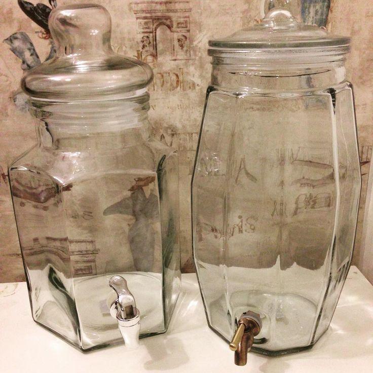 Nu i helgen har vi erbjudande på dessa glasburkar med kran från Strömshaga. Perfekta till sensommarens fester! Länk till butiken i profilen, kika sedan under kategorin Glasburkar & Flaskor. #glasburkmedkran #glasburkmedtappkran #fest #kalas #bröllopsfest #dukning #strömshaga #linasglädjeyra