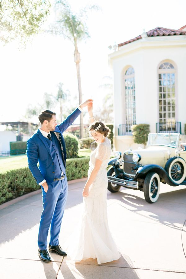modern Gatsby wedding inspiration - photo by Natalie Schutt Photography http://ruffledblog.com/modern-gatsby-wedding-inspiration