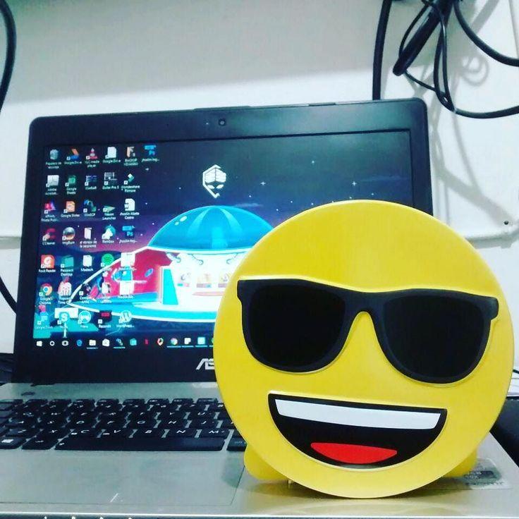 Siempre será mejor expresar de manera rápida nuestras emociones los #emojis nos ahorran tiempo y palabras para mostrar lo que sientes de la mejor forma. Ten siempre contigo un emoji ojalá uno de buen humor. Feliz nochete desean los . #marketing #cool #social
