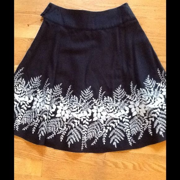 ANN TAYLOR Petites  Navy Blue with beautiful white Floral Cutwork a bottom of skirt.. Fully lined  4 side buttons with hidden side zipper..body of skirts 100% cotton /lining 100% acetate /Only wore once beautiful condition .Thank you for looking