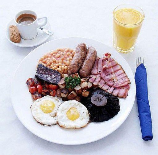 Engeland Uiteraard komt ook het bekendste ontbijt ter wereld in deze lijst voor, namelijk het full English breakfast. Traditioneel bestaande uit bacon, eieren, worstjes, gegrilde tomaten, brood, paddestoelen en bloedworst. You either love it or hate it!