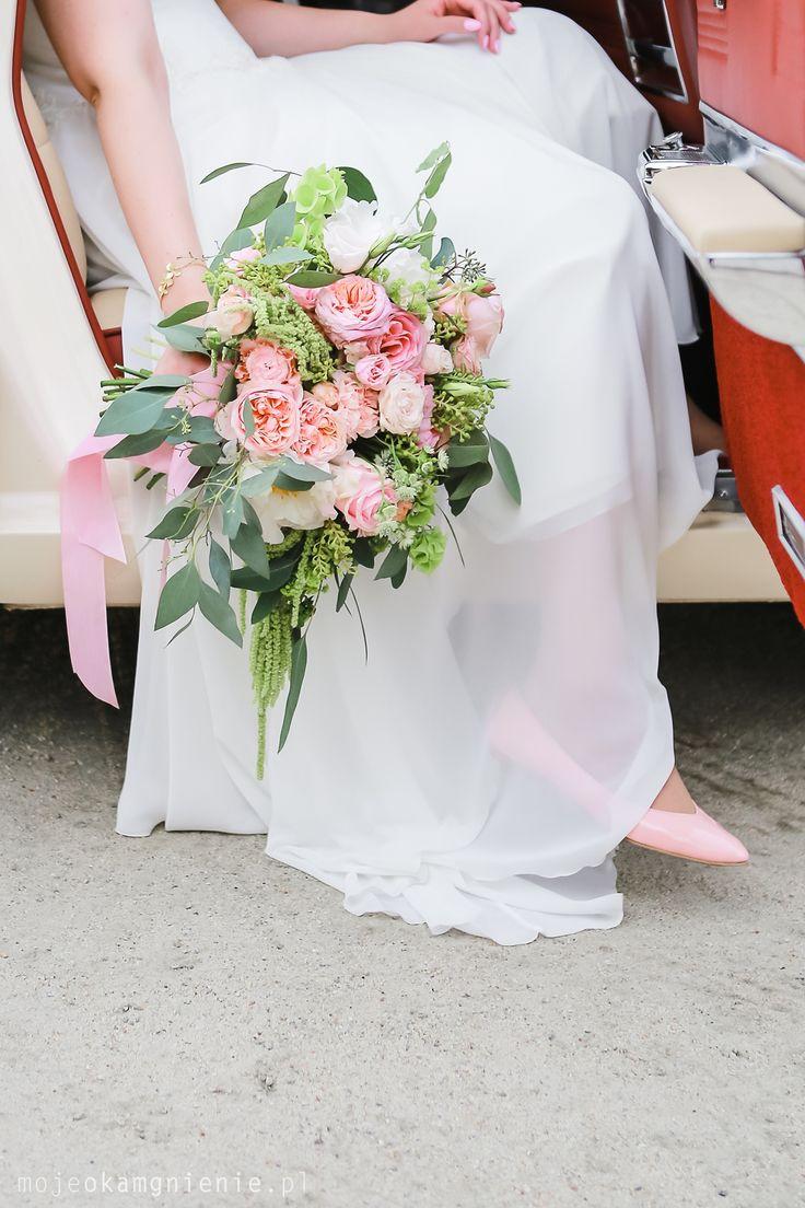 INNA Studio_ pink bridal bouquet / bukiet ślubny / jasny róż / wstążka / fot. mojeokamgnienie