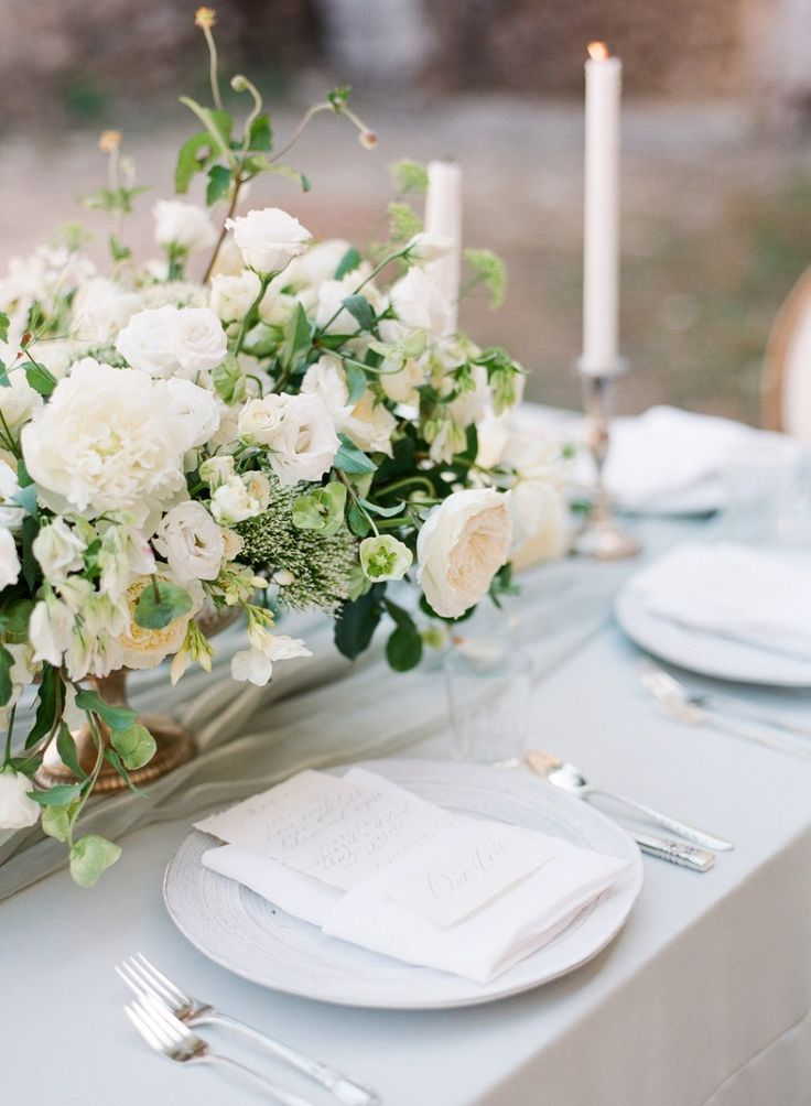 Photo by ARTIESE | Styling by Tahnee Sanders | Florals by Celsia Floral