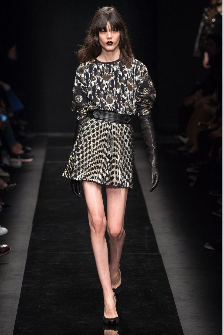Emanuel Ungaro Fall Winter 2013/14 womenswear fashion show photo gallery.