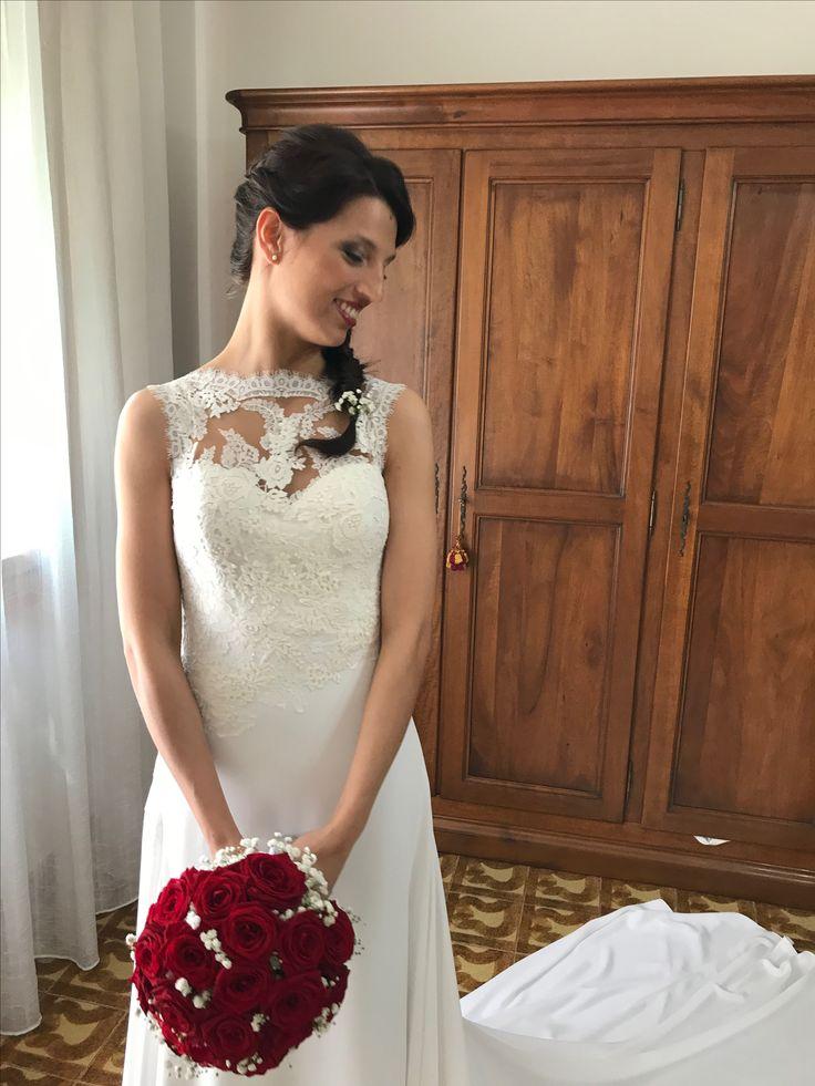 Erika, sposa moderna e appassionata, nel suo abito perfetto per interpretare il matrimonio geometrico e moderno
