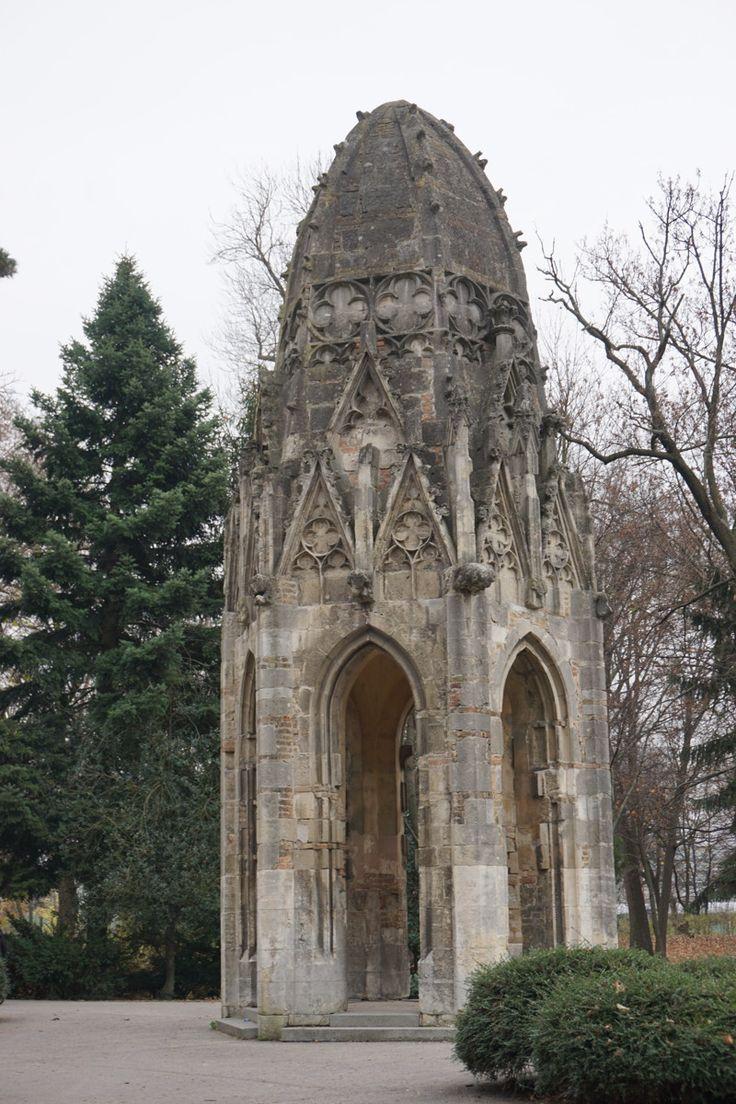 Gotischer Turm im Jan Kral Park von Bratislava