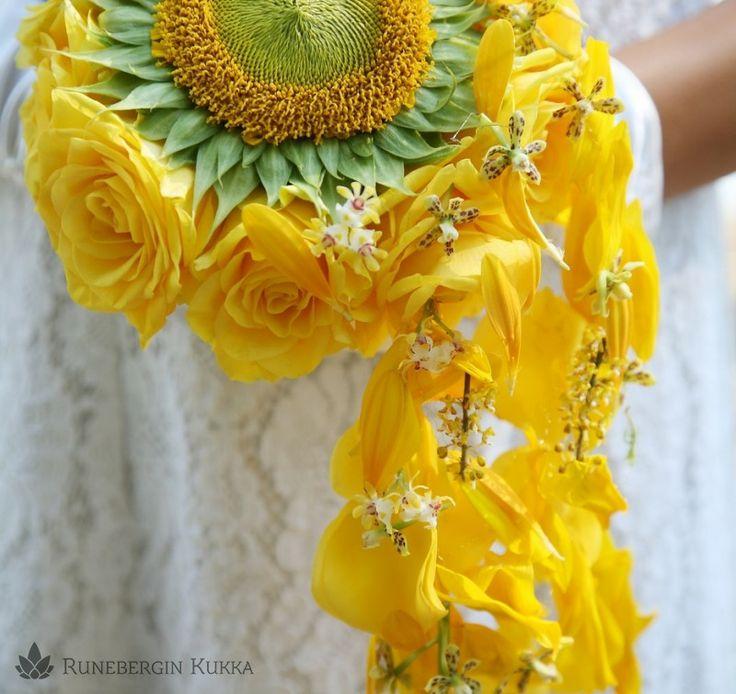 Aurinkoinen morsiuskimppu | Runebergin Kukka