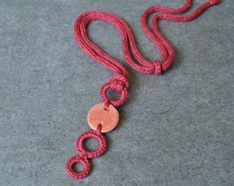 Collana corallo cotone e ciondolo in ceramica / Idea regalo per lei / Gioielli tessili Aliquid / Gioielli ceramica / Collana design moderno