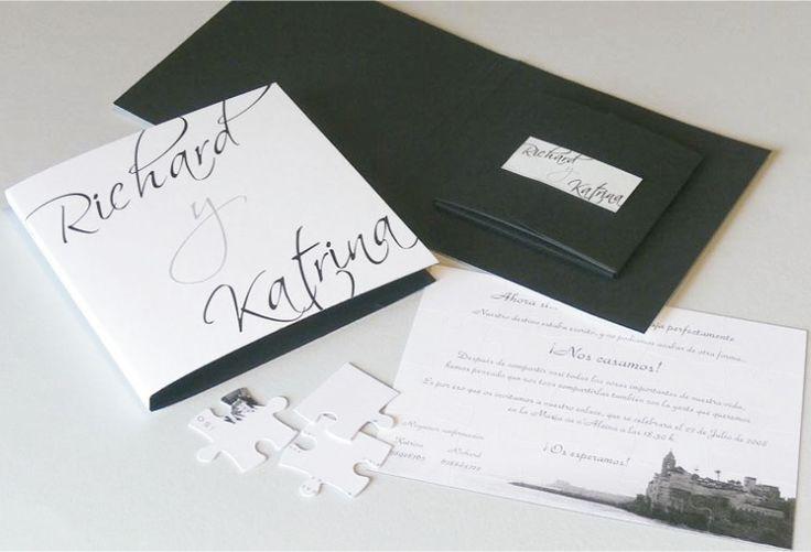 CAJA TIPO CD (Invitación personalizable)  Incluye: 1 Sobre sellado con sticker personalizado con los nombres de tus invitados. 1 Tarjeta en rompecabezas 20 piezas (recordatorio)