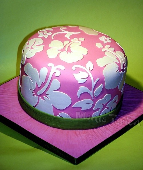 Hawaiian Cricut Cake - This is from the Beaches cartridge.  Good luck with finding how to make this work with fondant - Any hints out there?