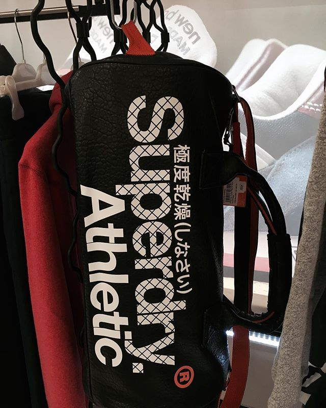 #johnandy #superdry #weekend #athlete #bag #call_for_orders #00302109703888  https://www.john-andy.com/gr/menclothing/bags/travel-luggage-bags.html
