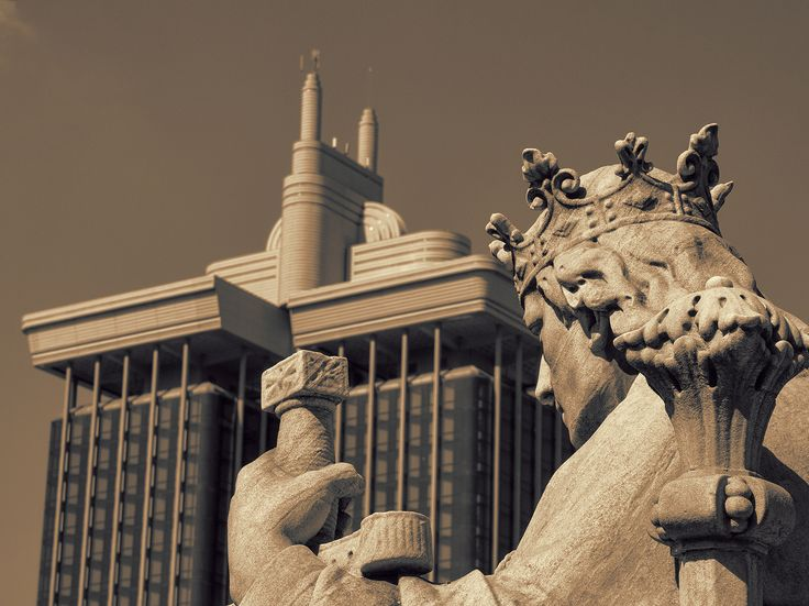 https://flic.kr/p/S5hdDe | game of crowns | Biblioteca Nacional de España; Madrid, Spain