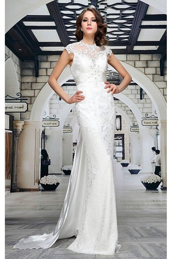 Svatební šaty Chiara Luxusní svatební šaty pro váš velký den. Nádherné dlouhé šaty, ve kterých zazáříte a budete okouzlující nevěstou. Úzký střih perfektně obepne vaši postavu, dvě vrstvy - spodní hladká saténová, vrchní z příjemné krajky, korzetový živůtek skvěle padne, je zdobený aplikací výšivek a korálků, pod prsy je vsazený saténový skládaný pás. Zadní strana je rafinovaně řešená, součástí je saténová vlečka. Skrytý zip v bočním švu.