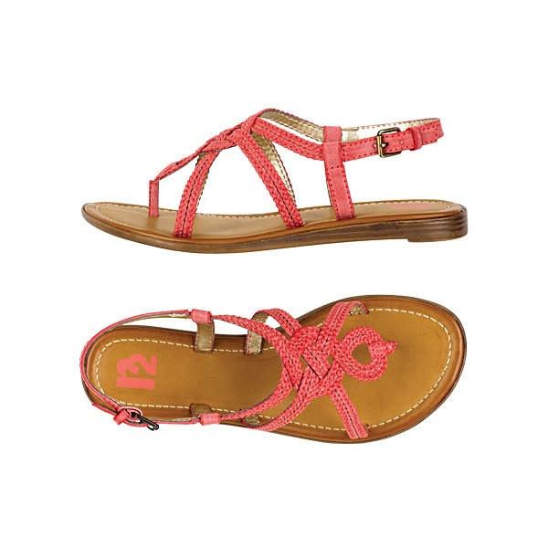 sandals: Finding Girls, Levis Sandals, Fashion Clothing, Clothing Exclusively, Girls Clothing, Fashion Food, Delias Sandals, Cute Sandals, Coral Sandals