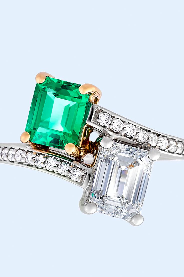 Enchanted ring design to seal your fairytale. Create yours now! Get inspired by this fabulous ring with emerald-cut emerald and diamond in 'moi et toi' style set in 18 carat yellow gold and platinum. Bead-set diamond band.