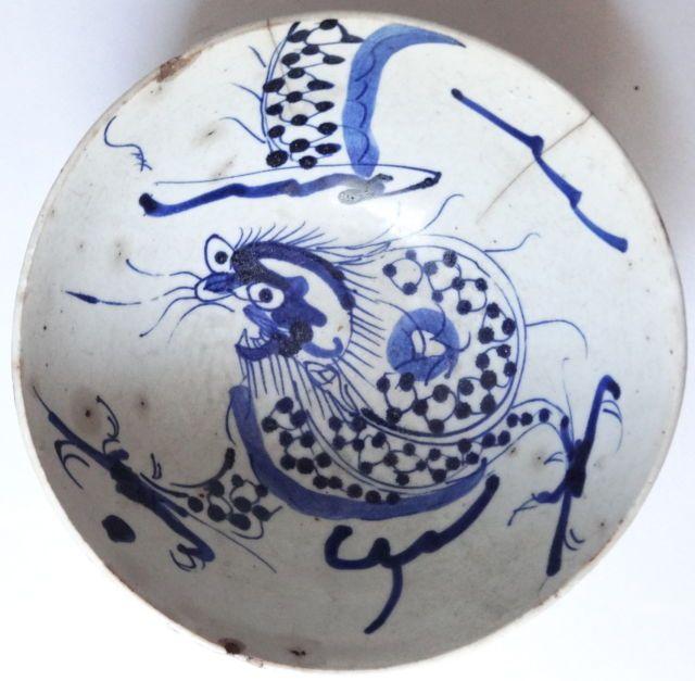 Dynastie Yuan 14e Siecle Rare BOL Porcelaine Bleu Blanc Dragon 3 Griffes  Malgré l'origine étrangère de ses dirigeants, la dynastie Yuan, dont le territoire se limite à la Chine et à la Mongolie, avec pour capitale Pékin, est considéré par les historiens chinois comme une dynastie chinoise