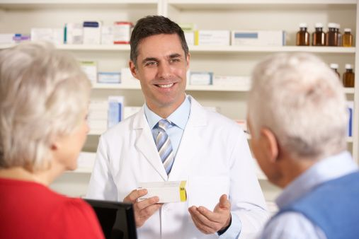 Έξι Κανόνες για Καλύτερη Επικοινωνία στο Φαρμακείο Στο Φαρμακείο, η σχέση με τον ασθενή-πελάτη, από την υποδοχή μέχρι την ολοκλήρωση της εξυπηρέτησης, δεν πρέπει να αφήνεται στην τύχη αλλά να αποτελεί μέρος ενός γενικότερου πλάνου επικοινωνίας.