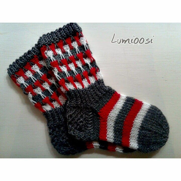 Kerrosrivinousu-sukat kolmella värillä