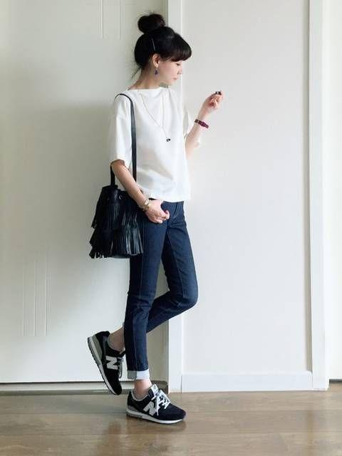 f2167fa896a26 スニーカーコーデ2017秋冬完全版♡人気レディースブランドもおすすめ白スニーカーも! | basic casual OOTD | ニューバランス  ファッション、スニーカーコーデ、夏 ...
