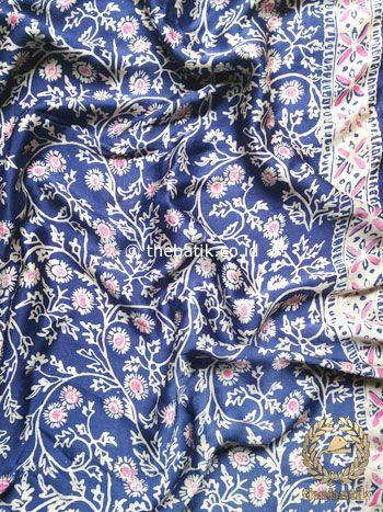 Kain Bahan Baju Batik Sutera Kebaya Bawahan Rok Atasan Biru Tua | Indonesia #Batiks on #Silk Painting #Textiles Batik #Fabric #Painting http://thebatik.co.id/batik-sutera/