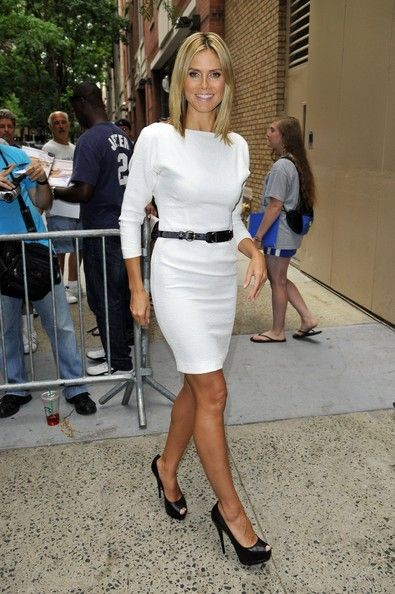 Heidi Klum Cocktail Dress - Heidi Klum epitomized chicness in this white shift dress and black leather belt.