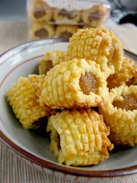 """Chinese New Year Pineapple Rolls...a pineapple pastry press creates that luscious look! I am off to the internets to see exactly what a """"pineapple pastry press"""" is!"""