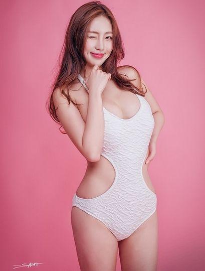 Eom Sang Mi 出生日期: 1992-1-13 身高: 170cm 三围:E cup