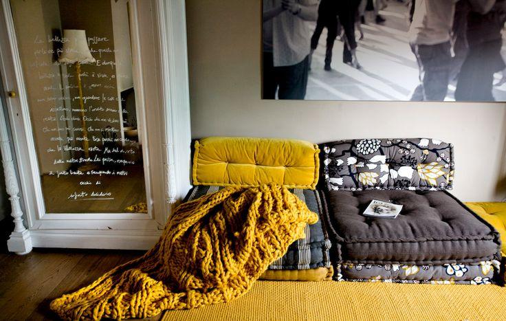 martino design: divano materasso: cuscinoni trapuntati a mano