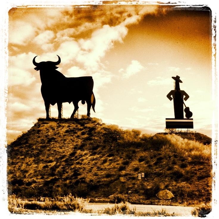 El Toro de Osborne y Tío Pepe (El Puerto de Santa María, Spain)