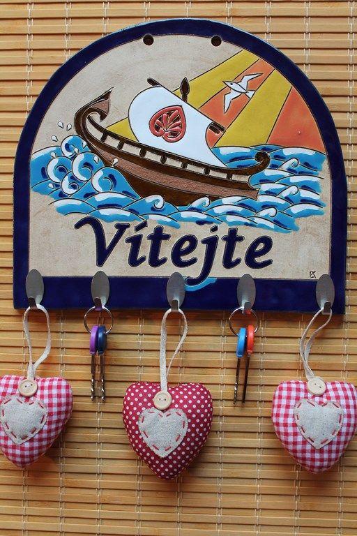 """Věšák na klíče s nápisem """"Vítejte"""" pro milovníky moří, vln, slunce, lodí a plachtění - hook key rack. Keramika-dum.cz"""