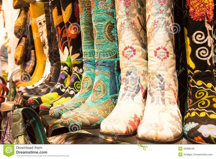oriental-shoes-grand-bazaar-istanbul-turkey-may-oldest-largest-covered-market-32088446.jpg 1,300×958 pixels
