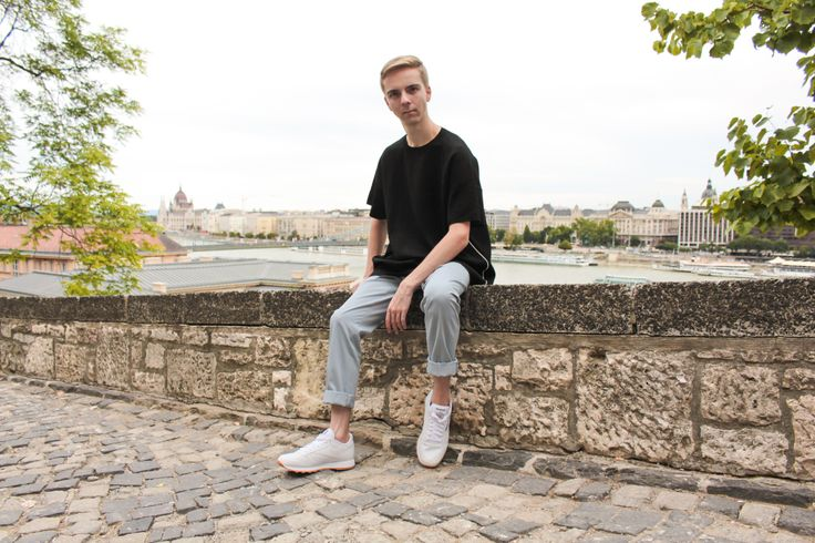 https://balazszsalek.com/2017/09/04/sky-blue-trousers-and-white-reebok/