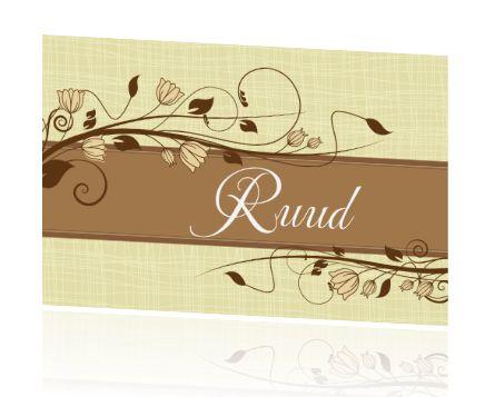 Vintage naamkaartjes maken voor de bruiloft of jubileum. Tafelkaartjes met naam bestellen voor op tafel. Stijlvol in bruin met sierlijke bloemen.