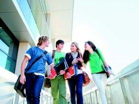 «Αυτοί οι νέοι που καταστρέφουν τη γλώσσα μας» | News