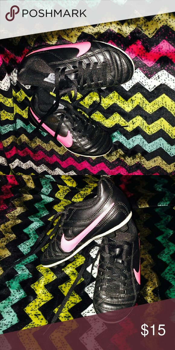 Toddler Nike Soccer Cleats Size 10c for a toddler, soccer cleats. In excellent shape Nike Shoes