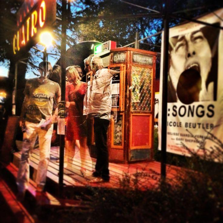 1: songs is een soloperformance als een concert, een 'Liederkreis', een existentiële oefening voor een zingend lichaam. In de uitvoering van Ibelisse Guardia Ferragutti. regie Nicole Beutler. gezien 25.07.2013
