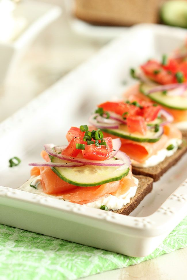 Smoked Salmon Canape - healthy and great appetizer for brunch! #smoked #salmon #canape
