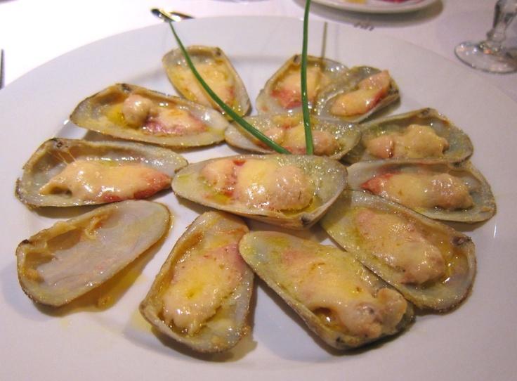 Machas Parmesanas (broiled razor clams with cheese) – Ristorante San Marco, Viña dell Mar