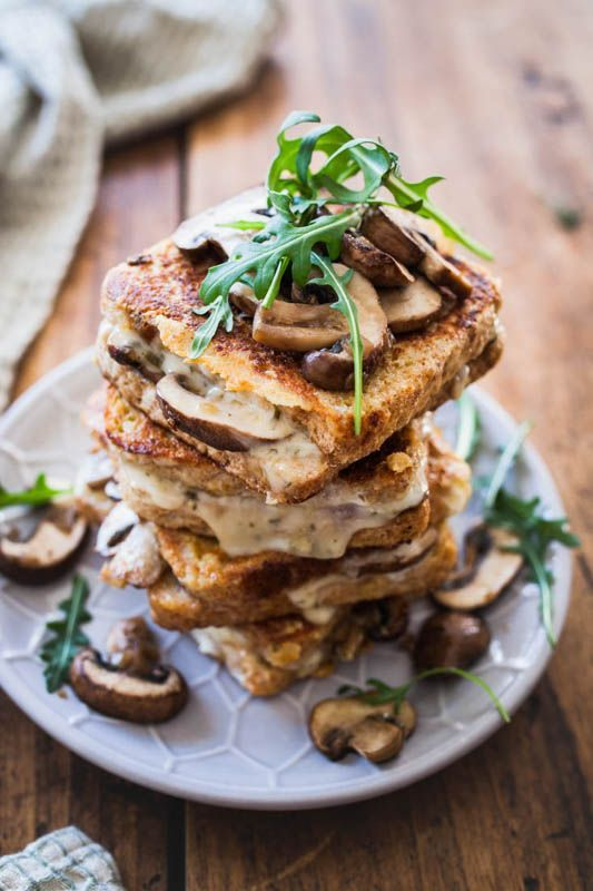 Savoury French toast? Yes please! This hearty version doesn't have to hide behind its sweet brother. We're going all savoury and umami with fried mushrooms, melted cheese and a hint of cashew butter. Perfect for a long and cozy Sunday breakfast.